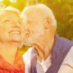 caregiver terza età benessere anziano